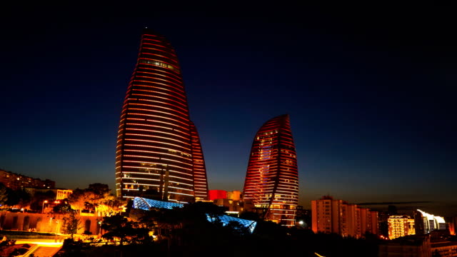 tl night view of the flame towers / azerbaijan, baku - baku video stock e b–roll
