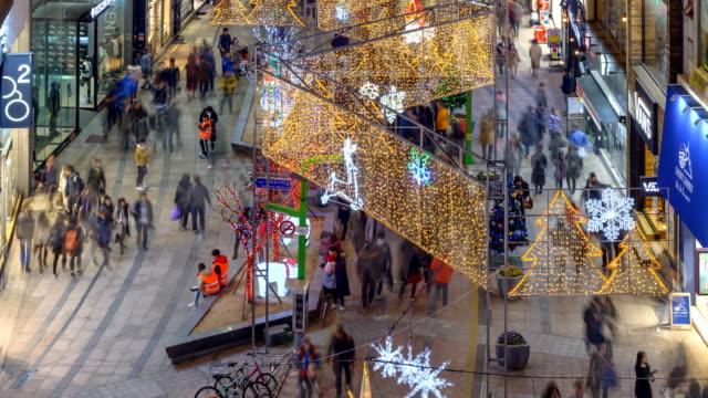 vídeos y material grabado en eventos de stock de night view of the people in kwang-bok street during christmas season in busan - letrero de tienda