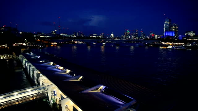 night. view of the thames river and the city from a bridge. - fluss themse stock-videos und b-roll-filmmaterial