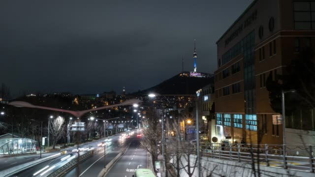 night view of the traffics on the road and the faraway n seoul tower(tourist spot) in itaewon area, seoul - 移動中点の映像素材/bロール