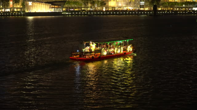 night view of touring boat at the singapore river - singapore stock videos & royalty-free footage
