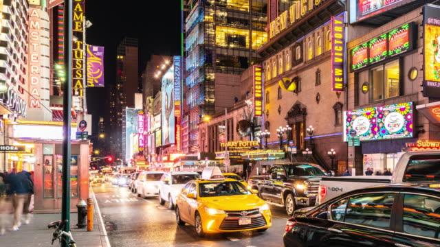 stockvideo's en b-roll-footage met t/l pan nachtzicht van w 42e st/new york city, verenigde staten - panning