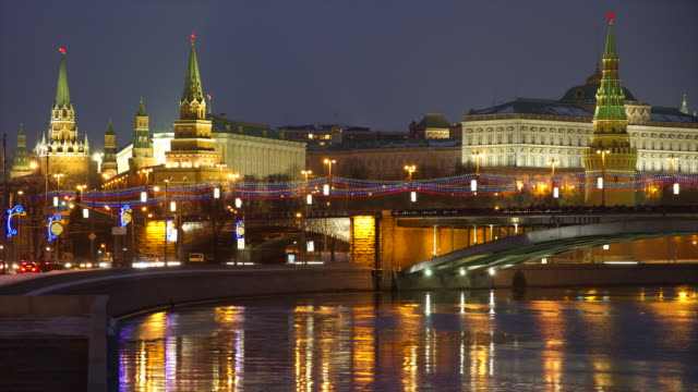 ws t/l night view on river and kremlin / moscow, russia - moscow russia stock videos & royalty-free footage