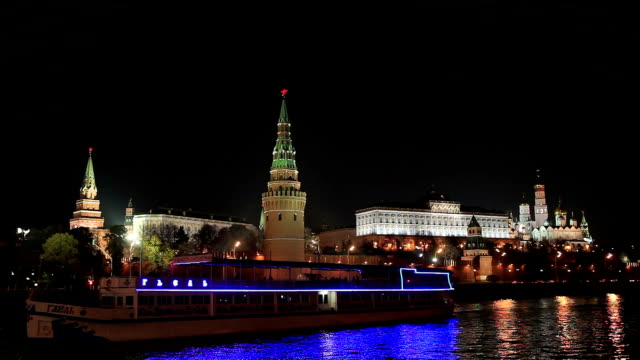 night view on the moscow kremlin with toutist boat on the foreground / russia, moscow - moscow russia stock videos & royalty-free footage
