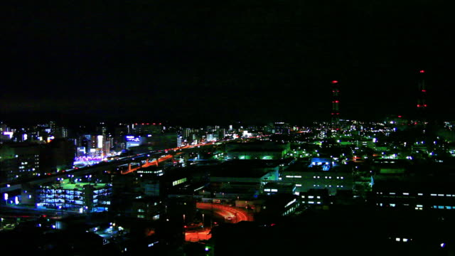 vídeos de stock, filmes e b-roll de night view seen from the observation deck of takatoyama park illumination of town area and industrial plants blinking red lamps of iron towers long... - fukuoka prefecture