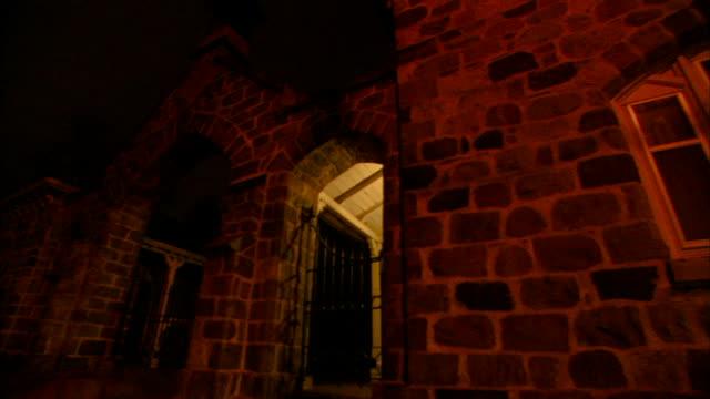 vídeos y material grabado en eventos de stock de 1080i hd: stone greek revival gatehouse to sexton's residence exterior wall w/ windows. - ann arbor