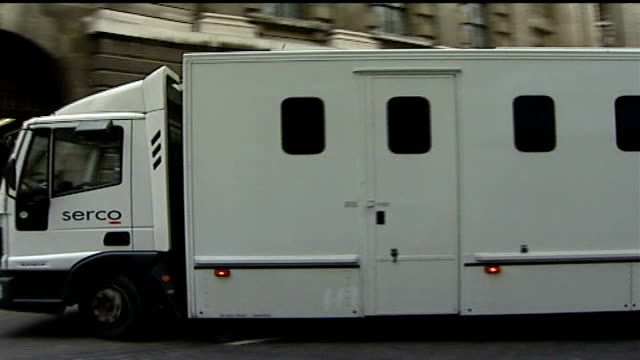 nightclub doorman levi bellfield on trial for student murders; england: london: old bailey: ext white prison van arriving at court - crime or recreational drug or prison or legal trial点の映像素材/bロール