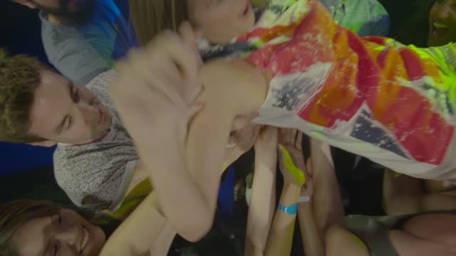 nightclub friends - popmusiker stock-videos und b-roll-filmmaterial