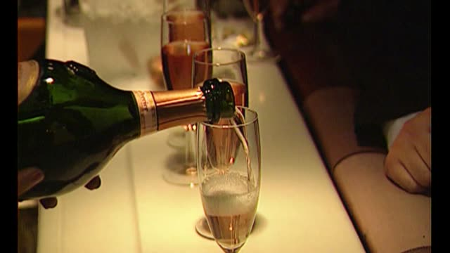 nightclub owner peter stringfellow dies aged 77; bsp140694022 / tx covent garden: close shot champagne poured in stringfellows nightclub women dancing - リチャード・パロット点の映像素材/bロール