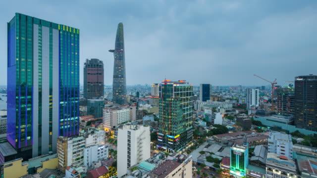 nightfall timelapse in ho chi minh city, vietnam - stadtansicht stock-videos und b-roll-filmmaterial