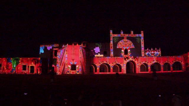 nightlife in valladolid, mexico: mapping video and lightshow at the san bernardino de siena convent - kunst, kultur und unterhaltung stock-videos und b-roll-filmmaterial