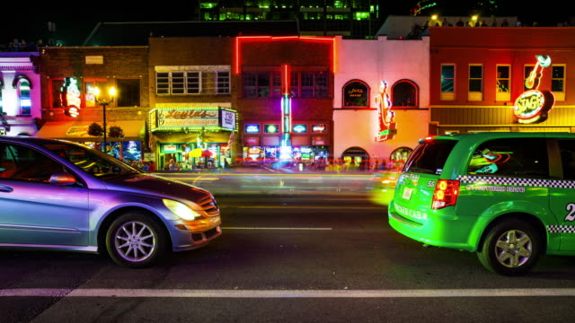 nightlife on broadway street at night in nashville, tennessee - time lapse - tennessee video stock e b–roll