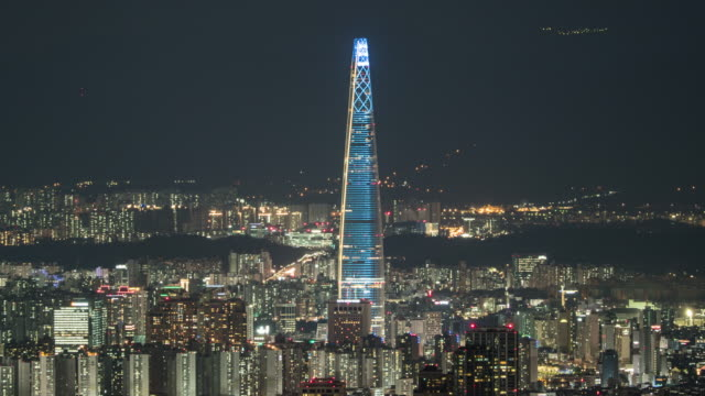 stockvideo's en b-roll-footage met nightscape of jamsil area with lotte world tower / songpa-gu, seoul, south korea - straatnaambord
