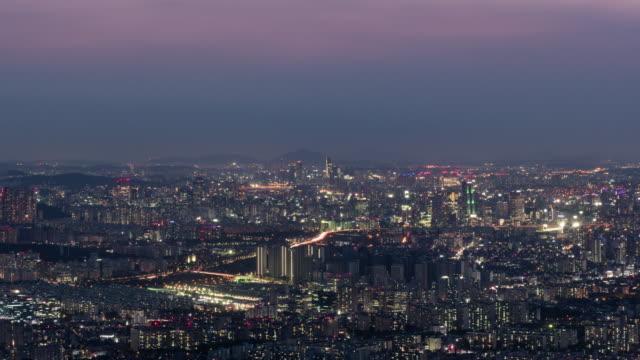 vidéos et rushes de nightscape of songpa and gangnam district / seoul, south korea - plaque de rue