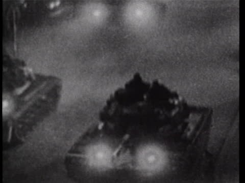 nightshot mls of us tanks tiltingdown as they drive us tanks approach checkpoint charlie on the west berlin side of the friedrichstrasse during the... - sport stock-videos und b-roll-filmmaterial