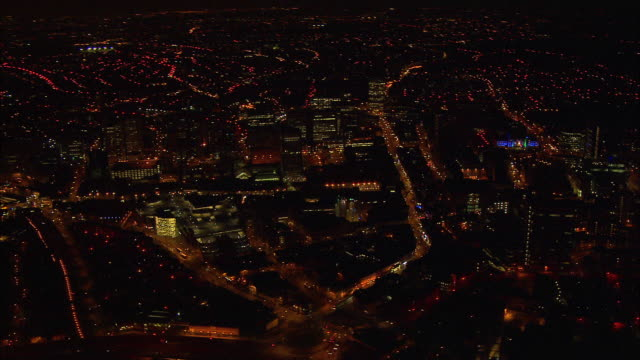 night-time aerial circuit of croydon - ロンドン クロイドン点の映像素材/bロール
