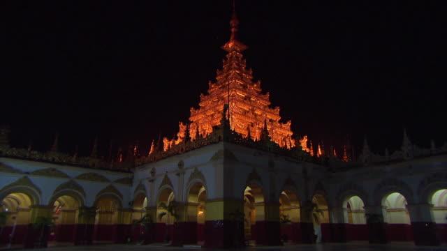 Nighttime in Mahamuni Pagoda