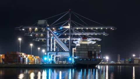 nighttime loading of cargo ship - time lapse - long beach california video stock e b–roll