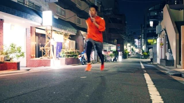 東京で走る夜 - ジョギング点の映像素材/bロール