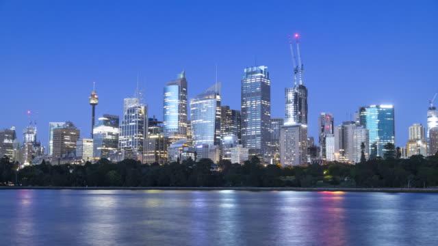 vidéos et rushes de night-to-day time lapse footage of sydney skyline, nsw, australie - quartier financier