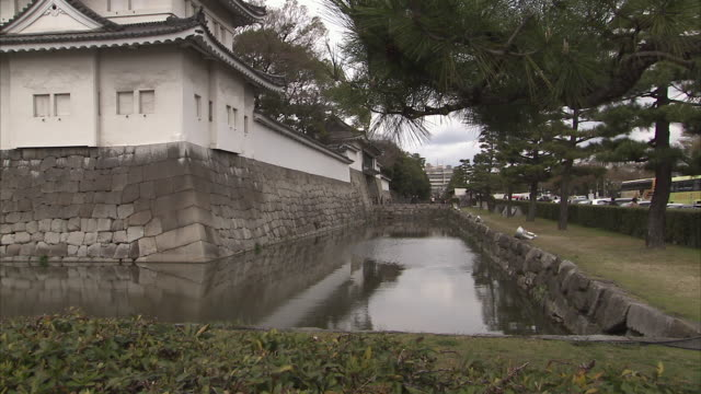 ws tu nijo castle, kyoto, japan - 堀点の映像素材/bロール