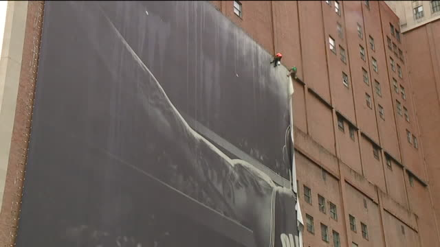 wjw nike removes lebron james banner from sherwinwilliams global headquarters wall in cleveland on july 3 2018 - バナー看板点の映像素材/bロール