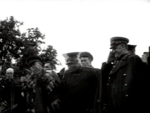 nikita khrushchev, semyon timoshenko, and georgy zhukov at wartime meeting in 1943 - フラワーアレンジメント点の映像素材/bロール