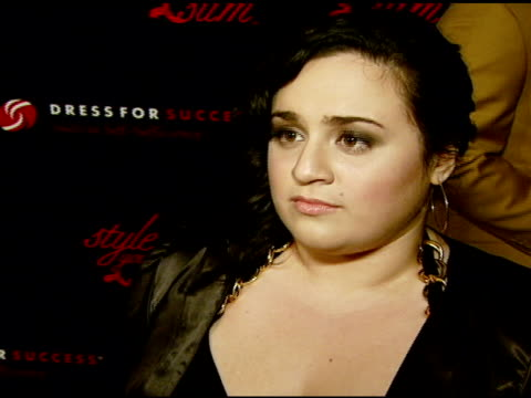 nikki blonsky on what it means to her to be comfortable and confident in one's own skin, on what celebrities should convey to the public about... - レイチェル ハンター点の映像素材/bロール