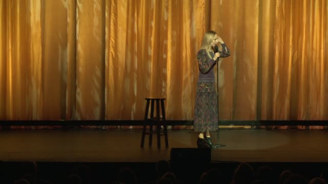 vídeos de stock e filmes b-roll de nikki glaser at international myeloma foundation's 11th annual comedy celebration benefiting the peter boyle research fund at the wilshire ebell... - wilshire ebell theatre