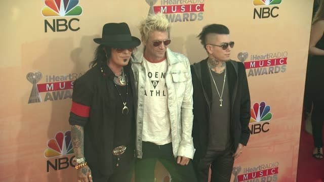 vídeos de stock, filmes e b-roll de nikki sixx james michael and dj ashba of sixxam at the 2015 iheartradio music awards red carpet arrivals at the shrine auditorium on march 29 2015 in... - shrine auditorium
