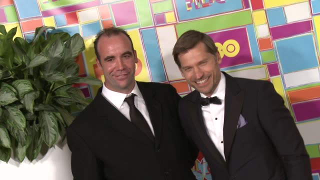 vídeos y material grabado en eventos de stock de nikolaj costerwaldau and rory mccann at hbo's official 2014 emmy after party at the plaza at the pacific design center on august 25 2014 in los... - premios emmy