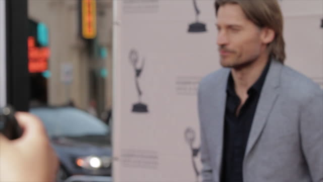 nikolaj coster-waldau posing for paparazzi on the red carpet at the tlc chinese theater - tlc chinese theater bildbanksvideor och videomaterial från bakom kulisserna