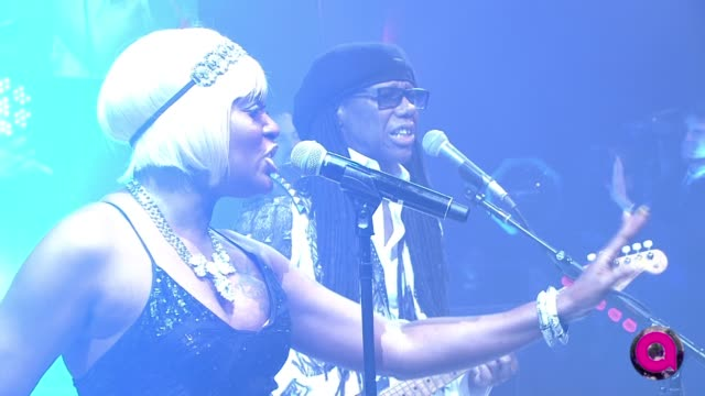 vídeos de stock, filmes e b-roll de performance nile rodgers and chic at 23rd annual elton john aids foundation academy awards viewing party sponsored by chopard neuro drinks and wells... - festa do oscar