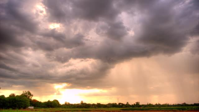 vidéos et rushes de nimbus (hdr) au coucher du soleil - ciel menaçant