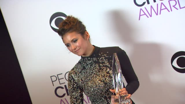 nina dobrev at the 40th annual people's choice awards - photo room at nokia theatre l.a. live on in los angeles, california. - 黒のドレス点の映像素材/bロール