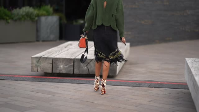 stockvideo's en b-roll-footage met nina suess wears a green turtleneck pull over outside versus during london fashion week september 2017 on september 17 2017 in london england - coltrui