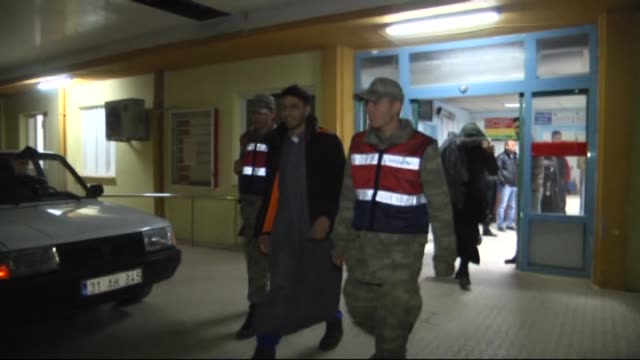 Nine British citizens including 4 children detained late Wednesday at the Hatay Ogulpinar patrol border post for trying to illegally cross into Syria...