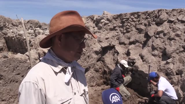 vídeos de stock e filmes b-roll de nine layers of millenia-old ruins dating back to the ancient hittite civilization were discovered in central turkey, an archeologist said on... - arqueologia