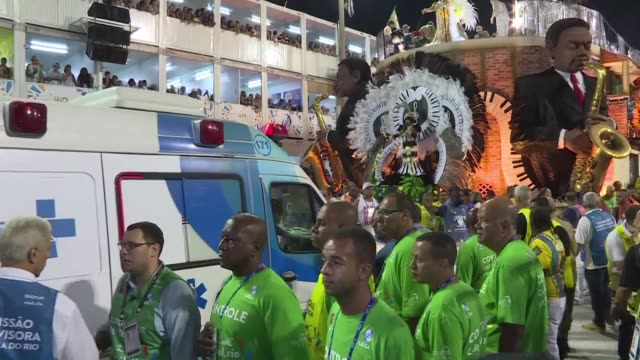 vídeos de stock, filmes e b-roll de nine people have been injured in brazil during the fourth round of samba parades after the platform of a float collapsed under the weight of dancers - carro alegórico