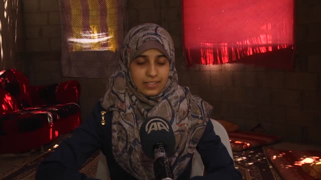vídeos de stock, filmes e b-roll de nineteen yearold palestinian hanan abdulgafur who gets into medical faculty speaks tp the press during an exclusive interview in gaza city gaza on... - estudante universitária