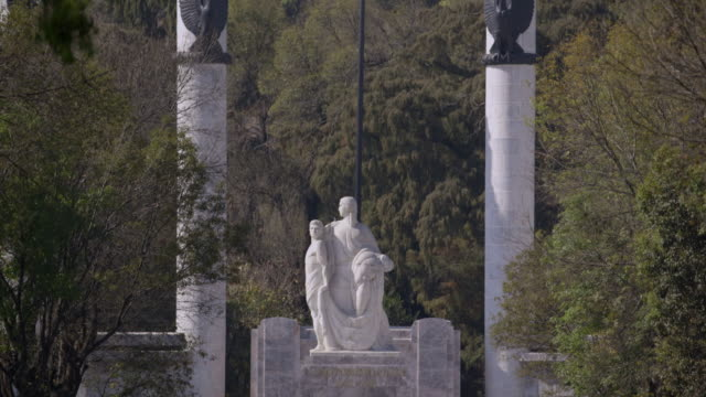niños heroes monument and chapultepec castle - ehre stock-videos und b-roll-filmmaterial