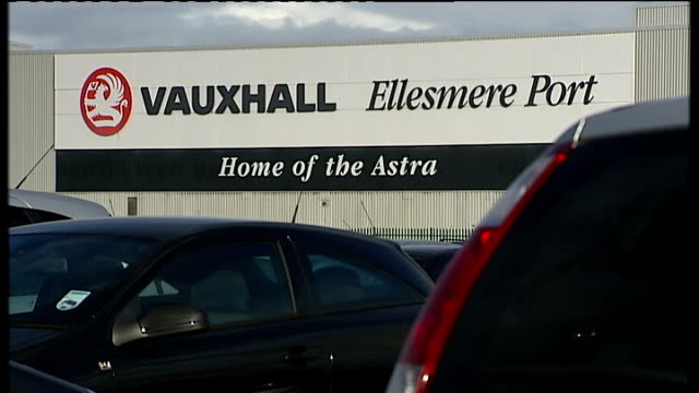 nissan announces new jobs in sunderland r04110902 ellesmere port ext vauxhall astra and opel astra cars parked outside vauxhall car factory 'vauxhall... - ファイサル・イスラム点の映像素材/bロール