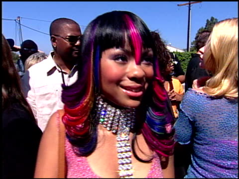 nivea at the 2001 teen choice awards arrivals at universal amphitheatre in universal city california on august 12 2001 - annual teen choice awards stock videos & royalty-free footage