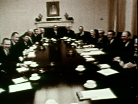 vídeos de stock, filmes e b-roll de nixon cabinet and congressional meeting-- identified are attorney general john mitchell , vice-president spiro agnew , secretary of housing and urban... - richard nixon
