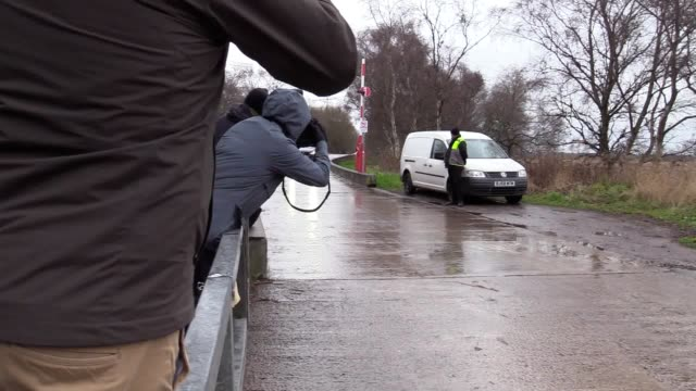 stockvideo's en b-roll-footage met no audio available. jose mourinho leaves manchester united's training ground after being sacked as the club's manager on tuesday morning. - audio available