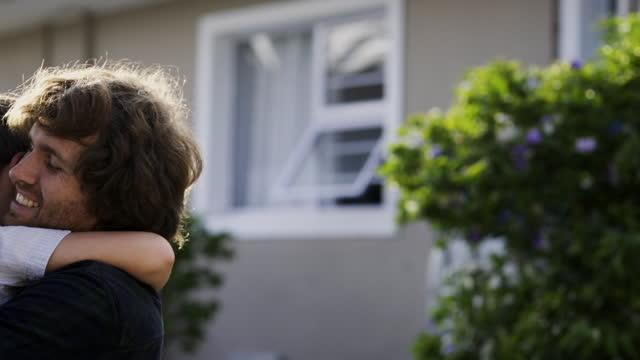 この絆に近づく絆はない - 宅地点の映像素材/bロール