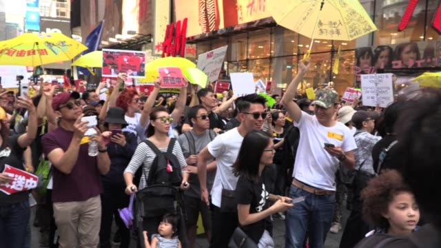 'no china extradition' solidarity protest, hundreds of hong kongers march from rally in times square to chinese embassy against extradition bill. a... - times square causeway bay stock videos & royalty-free footage