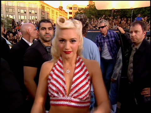 no doubt arriving to the 2001 mtv video music awards red carpet. gwen stefani showing her ring jewelry. - no doubt band stock videos & royalty-free footage