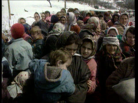 un no fly'' zone bosnia herzegovina srebenica un convoy trucks arriving in town cms elderly woman in crowd tilt up to others g/air yugoslav federal... - bosnia and hercegovina stock videos & royalty-free footage