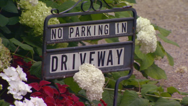 no parking in driveway sign - no parking sign stock videos & royalty-free footage